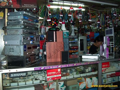 Pasar Genteng Surabaya : The Center of Electronic Spare ...