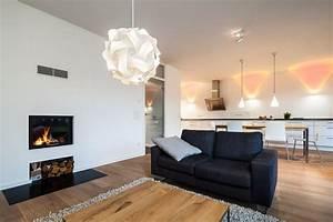 Wohnzimmer Mit Essbereich : haus l wohnzimmer mit integriertem kamin und blick auf essbereich k che offenes wohnen ~ Watch28wear.com Haus und Dekorationen