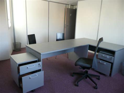 recherche bureaux à louer équipés de 15 m2 et plus