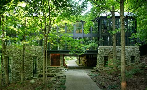 People Who Live In (these 10) Glass Houses Should Throw