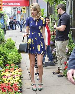 Taylor Swift glows in flowery dress with matching hairband ...