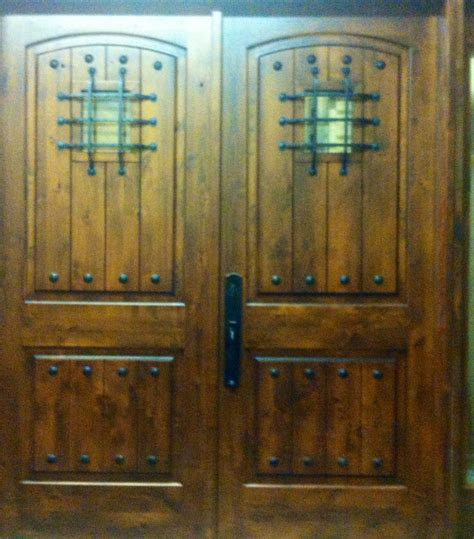 knotty alder rustic arch top entry door   ksr door