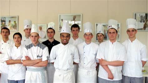concours de cuisine pour apprentis rêve en cuisine pour yann adingra lors du concours un des