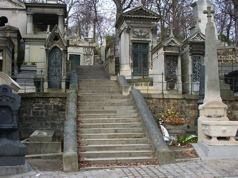 pere la chaise file pere lachaise stairway jpg wikimedia commons