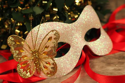 white glitter christmas masquerade ball mask hospice at home