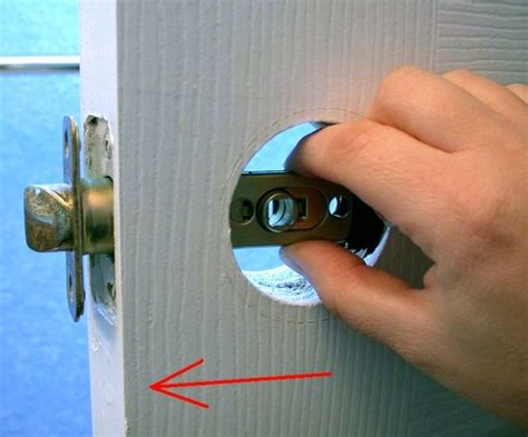 replace  interior doorknob  steps wikihow