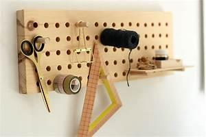 Pegboard Selber Bauen : diy pegboard aus holz we love handmade ~ Watch28wear.com Haus und Dekorationen