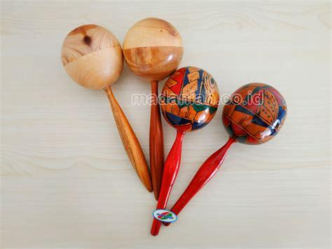 Calung adalah alat musik purwarupa jenis idiofon yang terbuat dari bambu. Alat Musik Tradisional Marakas Besar Jual Murah • Madaniah™