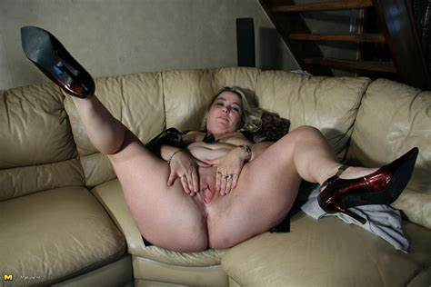 Sensual Cousin Joining Us In Sofa Biggest Mama Fisting With Her Twats On The Bed