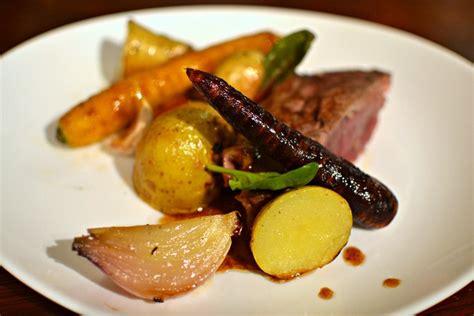 cuisiner un gigot d agneau gigot d 39 agneau au four pommes de terre et légumes glacés