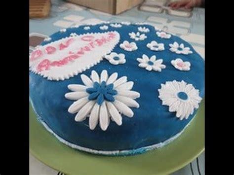 g 226 teau d anniversaire d 233 cor p 226 te 224 sucre torta con pasta di zucchero
