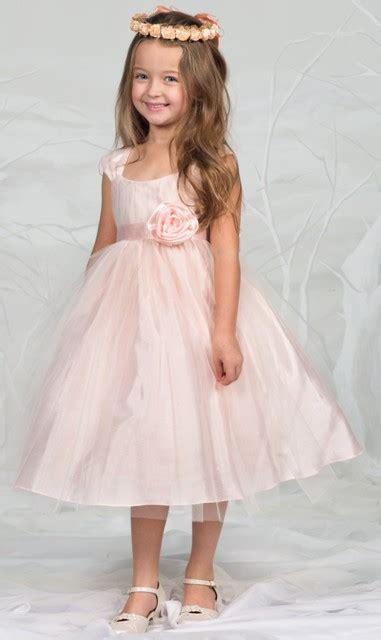 huebsches kleid hannah apricot rosa fuer maedchen mit tollem