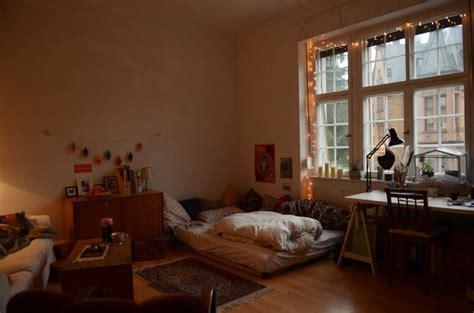 Wunderschönes Altbauzimmer Mit Riesigem Fenster