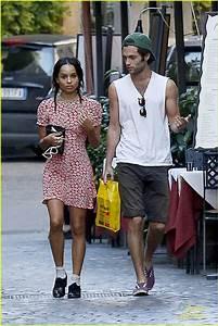 Penn Badgley & Zoe Kravitz: Kisses in Rome!   Photo 600830 ...