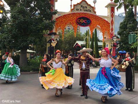 plaza de la familia  celebration  coco