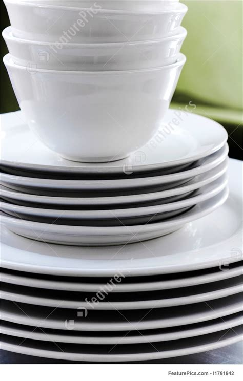 stack  clean white dishes picture