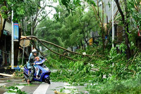 chinas hainan island slammed  typhoon sarika al jazeera