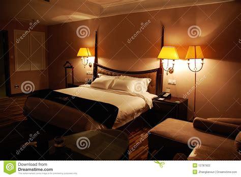 photographie à la chambre chambre à coucher de luxe la nuit photographie stock