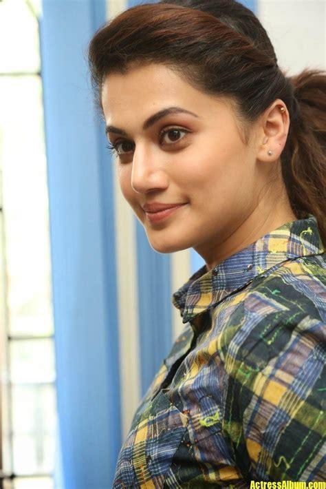 actress taapsee pannu face close  stills smiling