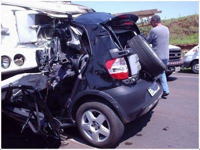 Vs Smart Car by Semi Vs Smartcar Just Proves That Who Play Chicken