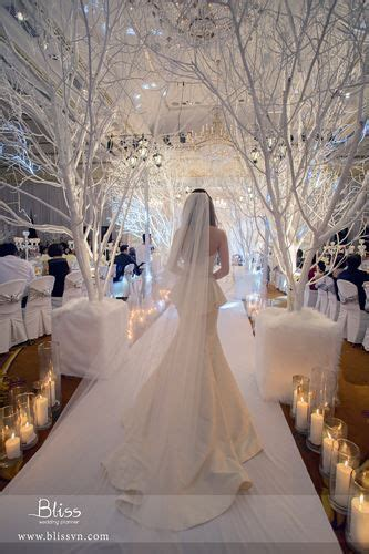 pin  white christmas wedding tiec cuoi dem dong chirstmas park hyatt saigon bliss