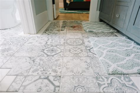 gray and white tile modern bathroom with patterned gray and white tiles