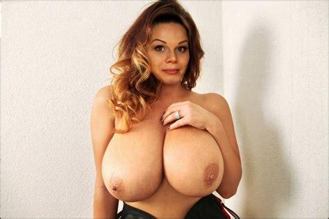 Mia Zarring Nude Big Boobed Boobing Hood Ociotube Massive Celebs
