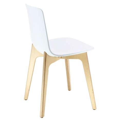 chaise en polypropylène chaise design en polypropylène lottus pieds bois enea
