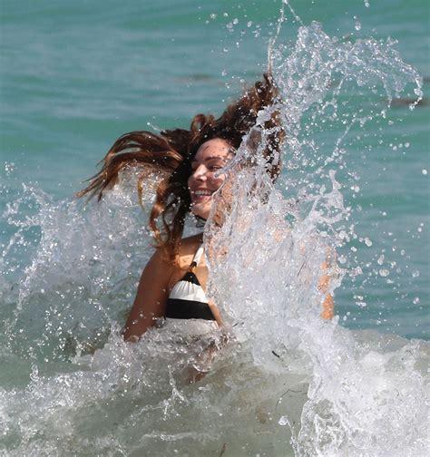Kelly Brook Explorers Her Bikini Beauty With