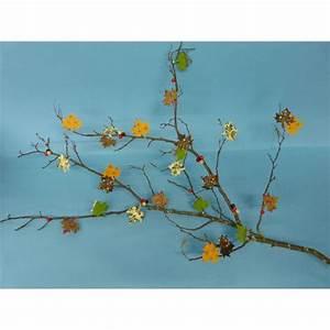 Herbst Dekoration Fenster : dekoration herbst einen ast mit sch nen selbstgebastelten bl ttern schm cken ~ Watch28wear.com Haus und Dekorationen