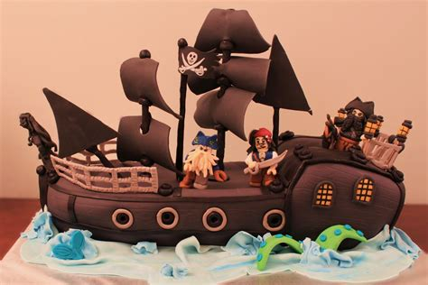 layers  love lego pirates   caribbean cake