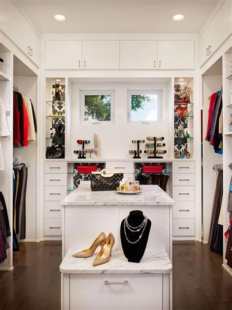 Walk In Closet Design Ideas by Small Walk In Closet Ideas Covered In Amaza Design