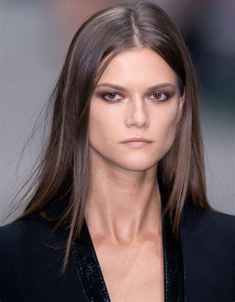 cheveux brun clair coloration brune le brun cendr 233 coloration brune les 20 nuances qui font la tendance