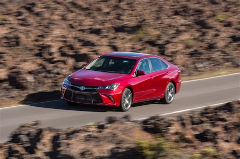 Toyota Camry 2015 Mpg by 2015 Toyota Camry Real Mpg Vs The Competition Motor Trend