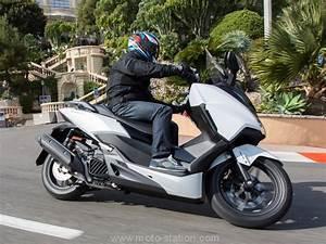 Scooter Forza 125 : essai honda forza 125 2017 ca va rester dur motostation ~ Medecine-chirurgie-esthetiques.com Avis de Voitures