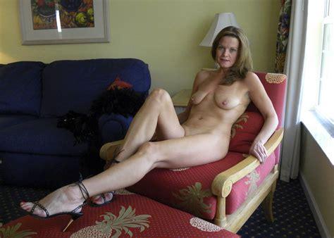 Hot American Milfgilf Great Legs Mature Porn Photo