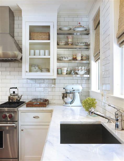 white subway tile with gray grout kitchen 19 n 233 pszerű praktikus konyhai 246 tlet 233 s megold 225 s egy 2221