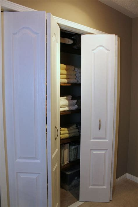 collapsible closet doors 1000 ideas about folding closet doors on