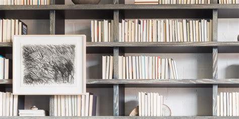 Backward Books Aren't A Legit Trend - Bookshelf Ideas