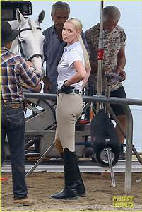 Katherine Heigl  U0026 Rosario Dawson Spend Time With Horses