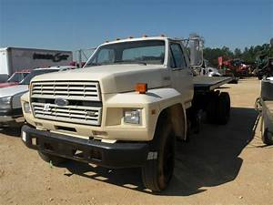 1988 Ford F700 S  A Flatbed Truck