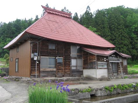 government plans  turn japans abandoned houses