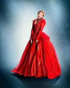 la belle robe rouge la belle et la bete 36820741 500 635 With la robe rouge