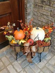 57 cozy thanksgiving porch decor ideas digsdigs for How to decorate front yard for thanksgiving