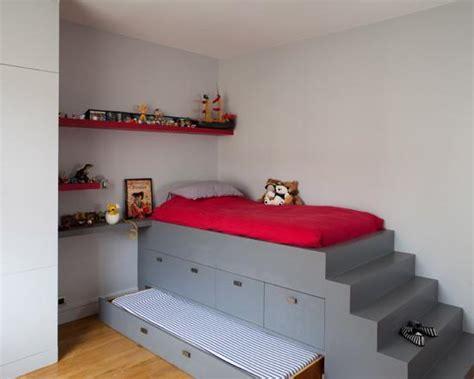 estrade pour chambre lit simple trônant sur l 39 estrade grise à faire avec
