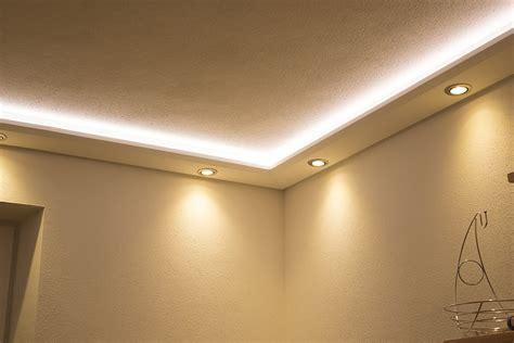 Mit Beleuchtung by Stuckprofile Wdml 200b Pr F 252 R Indirekte Beleuchtung Wand