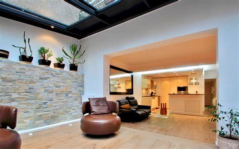image de cuisine ouverte rénovation véranda alu anthracite sur jardin 75019