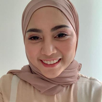 Rachel vennya merebut perhatian publik setelah mengunggah foto dirinya tanpa hijab. Rachel Vennya