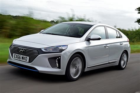 Hyundai Ioniq Hybrid 2018 Uk Review Pictures Auto Express