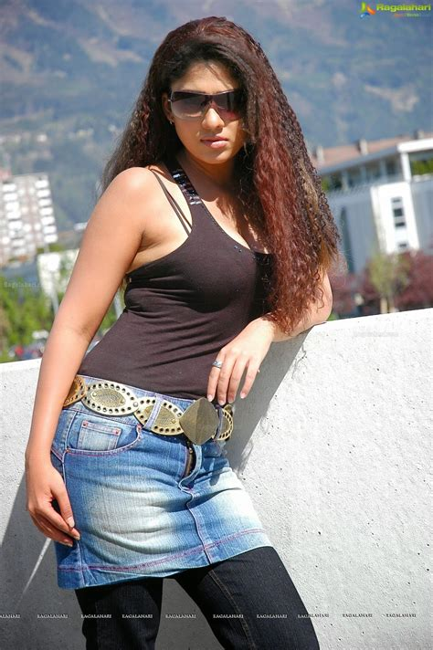 Nayanthara Hot In Black Bra Hd Images Glamex